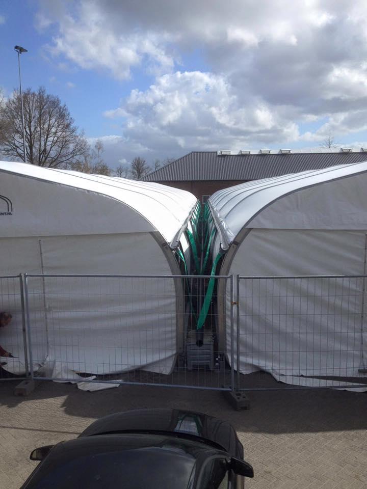 SR tenten met regengoot